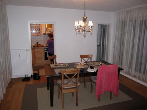 Spisestuen og køkkenet