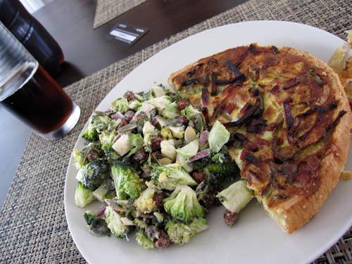 Tærte og broccolisalat