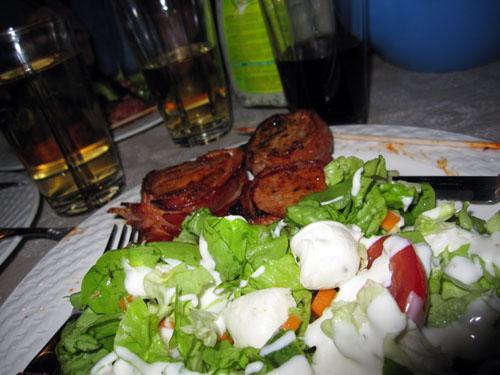 Salat og svinefilet