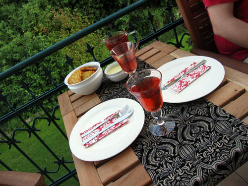 Aftensmad på altanen