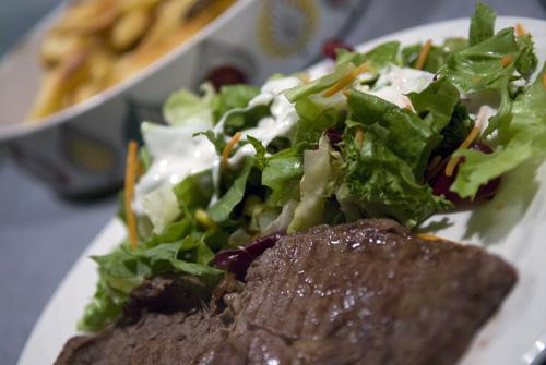 Ribeye med salat og div...