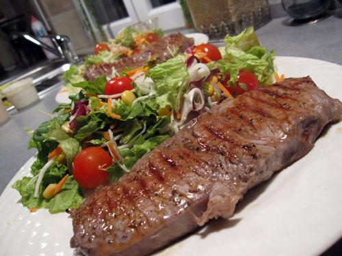 Steak og salat...