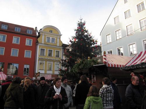 Juletræet med sin pynt...