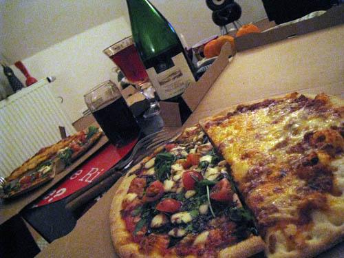 Pizza og rødvin...