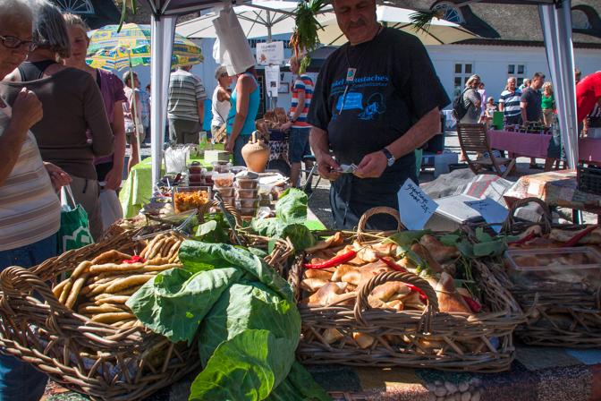 Tirsdagsmarked i Futtens gård...